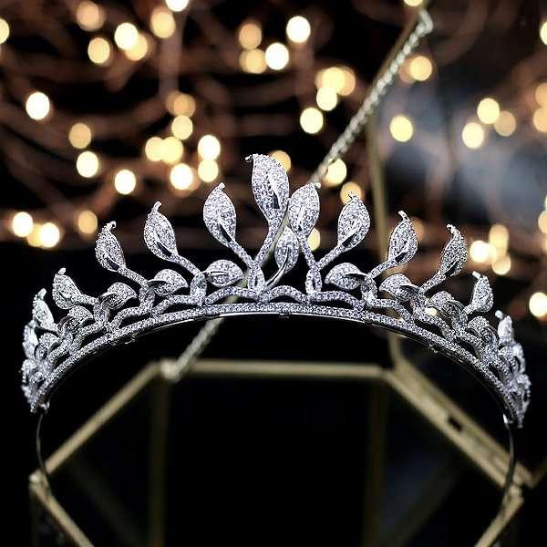 Madonna bridal crown