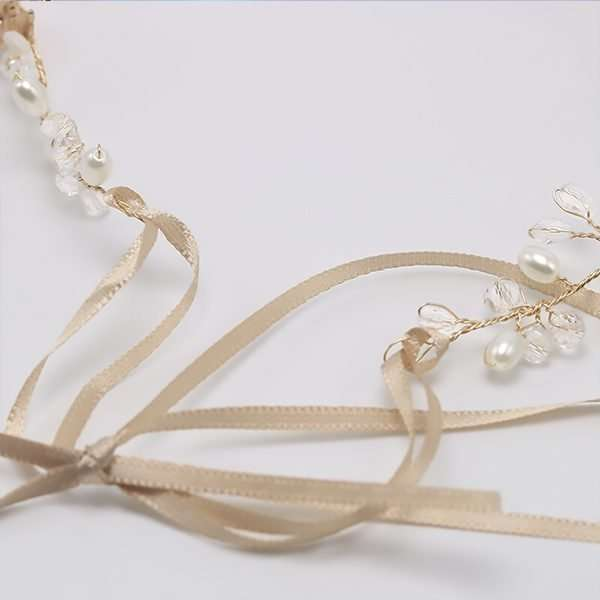 Gold hairvine with ricepearls and swarovski crystals