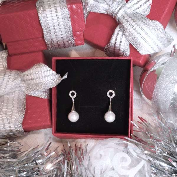 Free gift wrapping available on these earrings